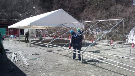 4間 6間テント設営風景